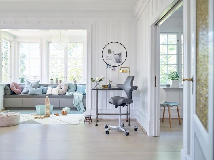 home-office-Scandinavian-design-hag-capisco-grey-leather