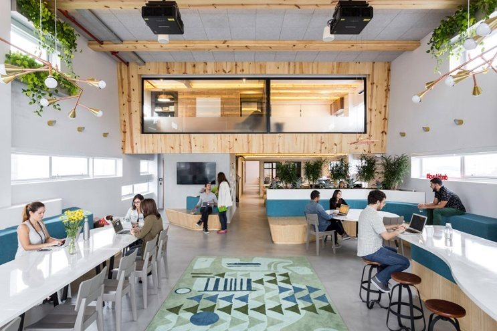 airbnb-offices_sao-paulo_mm18_dezeen_936_7.jpg