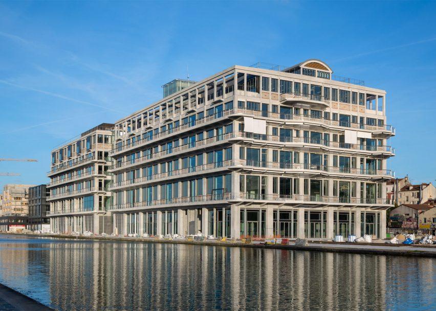 les-magasins-generaux-by-betc-paris-offices-architecture_dezeen_2364_ss_1-852x609.jpg