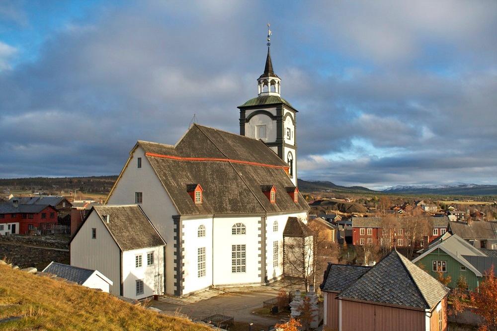 Røros_kirke_(8674294253).jpg