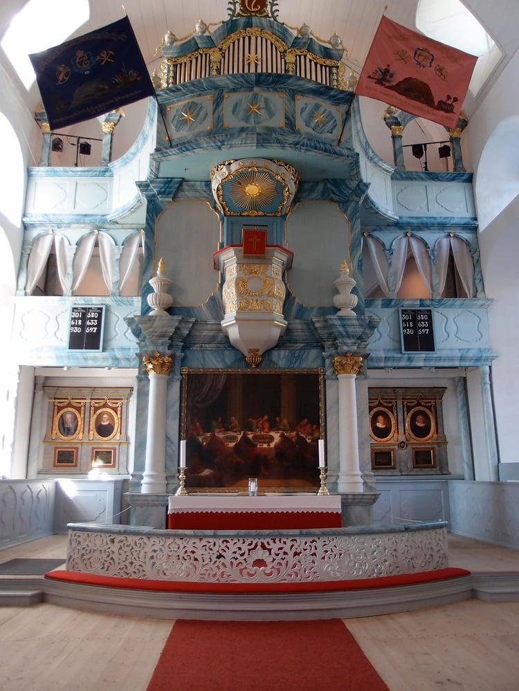 Røros_kirke_interior1_resize.jpg