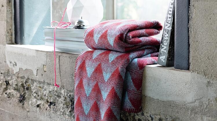roros-tweed-norwegian-blankets-3.jpg