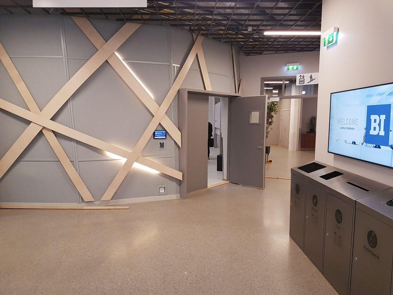 Handelshoyskolen-BI-Trondheim-displaysystem-room-manager4-1280x960