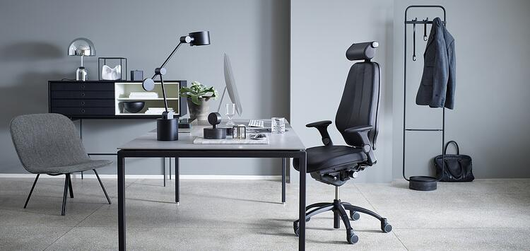RH Logic  in black leather, matching the grey tones of the interior design